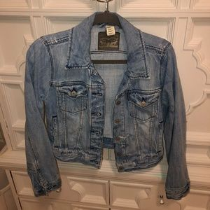 Levi's cropped distressed trucker jacket Small